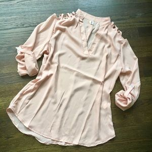 3/4 sleeve pink Sz labeled XL- fits more like an L